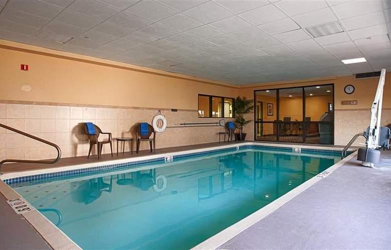 Best Western Kansas City Airport-Kci East - Pool - 79