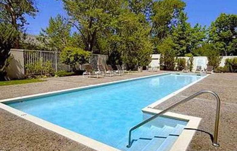 Doubletree Club Hotel - Pool - 3