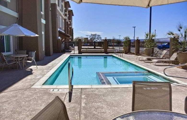 Best Western Douglas Inn & Suites - Hotel - 3