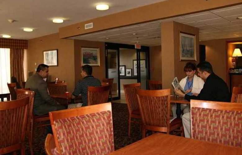 Hampton Inn Laredo - Hotel - 4