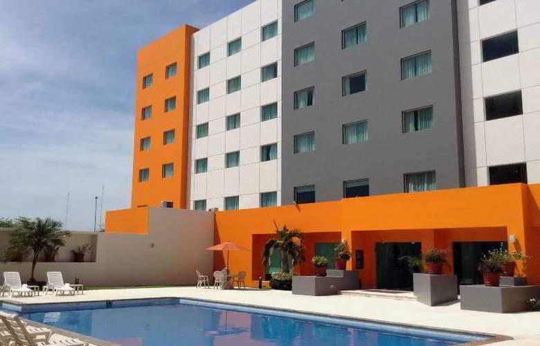 Real Inn Villahermosa - Pool - 18