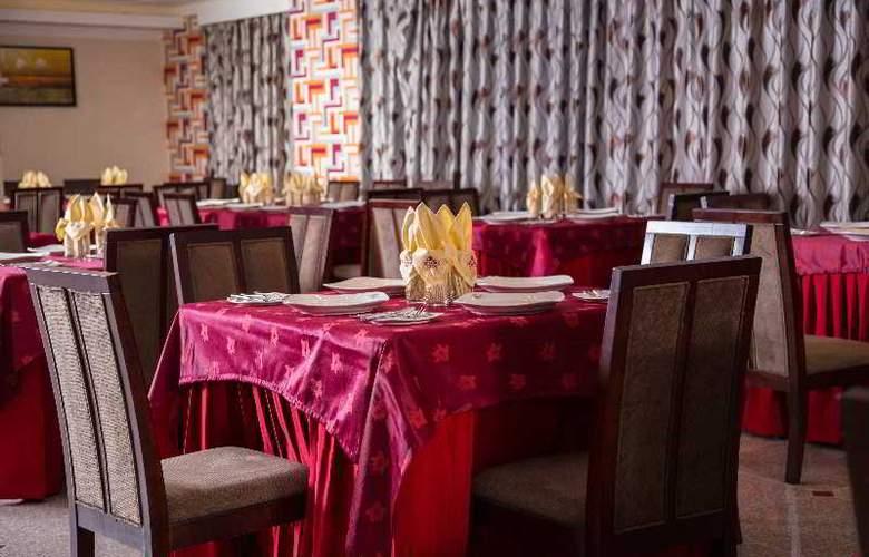 Elegance Castle Hotel - Restaurant - 29