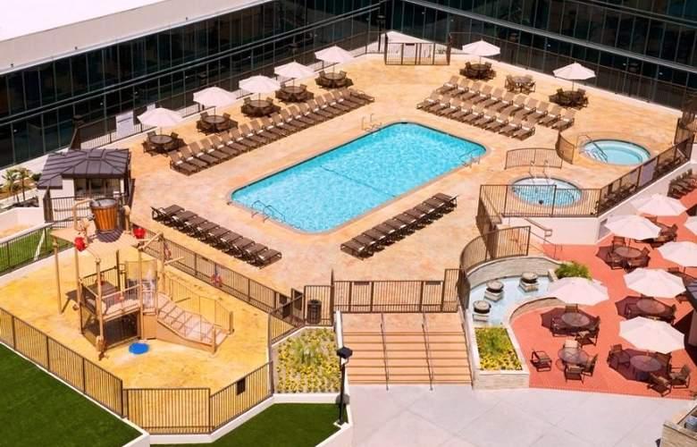 Hilton Anaheim - Pool - 0