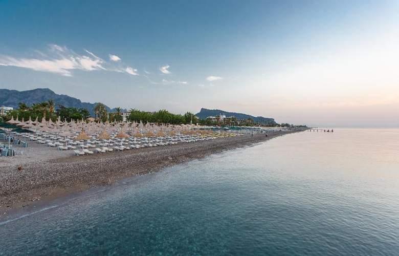 Novia Lucida Beach Hotel - Beach - 21