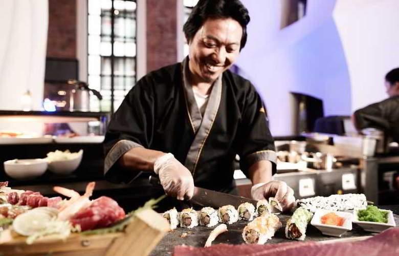 East - Restaurant - 42