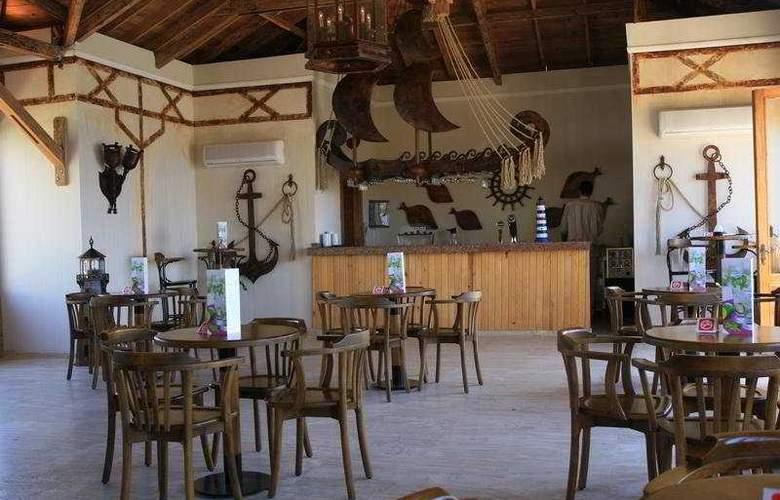 Sealight Resort Hotel - Bar - 7