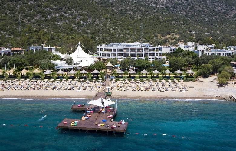 Latanya Beach Resort - Beach - 5