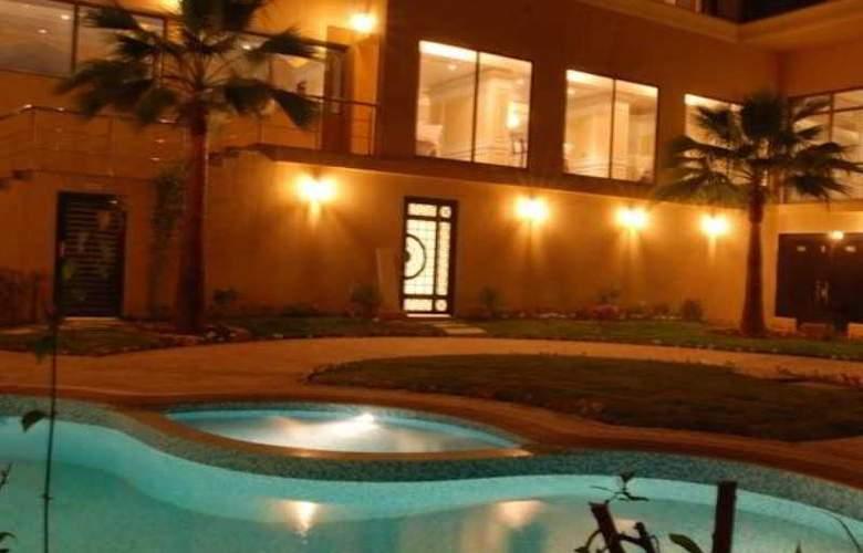 Ramada Riyadh - Pool - 2