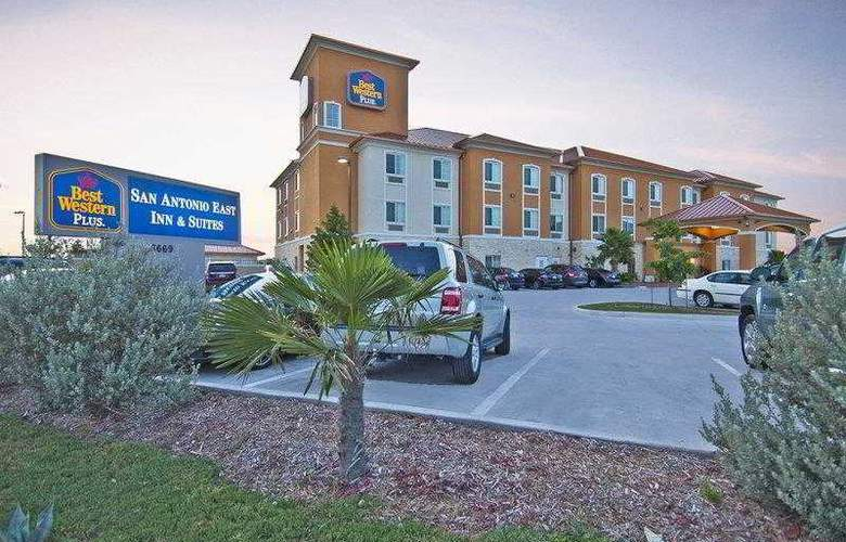 Best Western Plus San Antonio East Inn & Suites - Hotel - 1