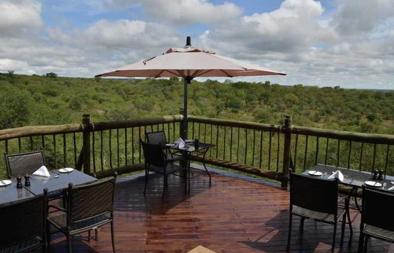 Victoria Falls Safari Club - Hotel - 6