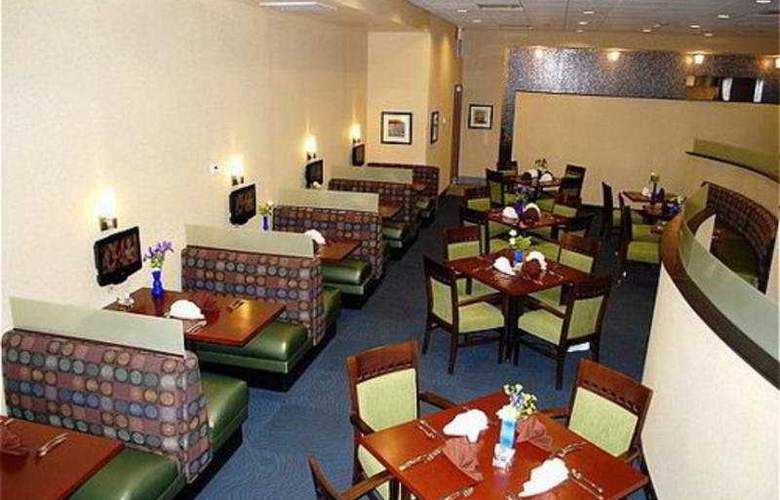 Holiday Inn and Suites Airport - Restaurant - 11