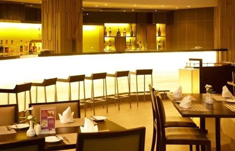 Novotel Rim Pae Rayong - Bar - 21