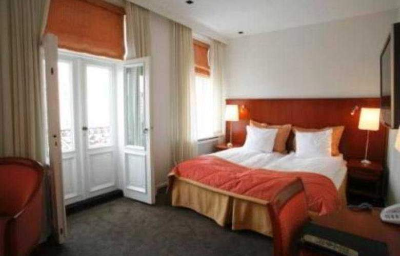 Ascot Apartments - Room - 3