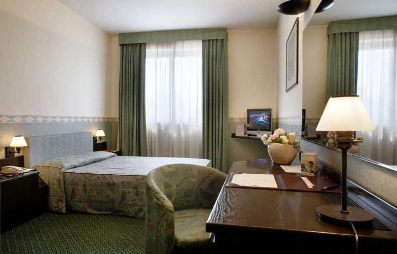 Pacific Airport - Room - 2