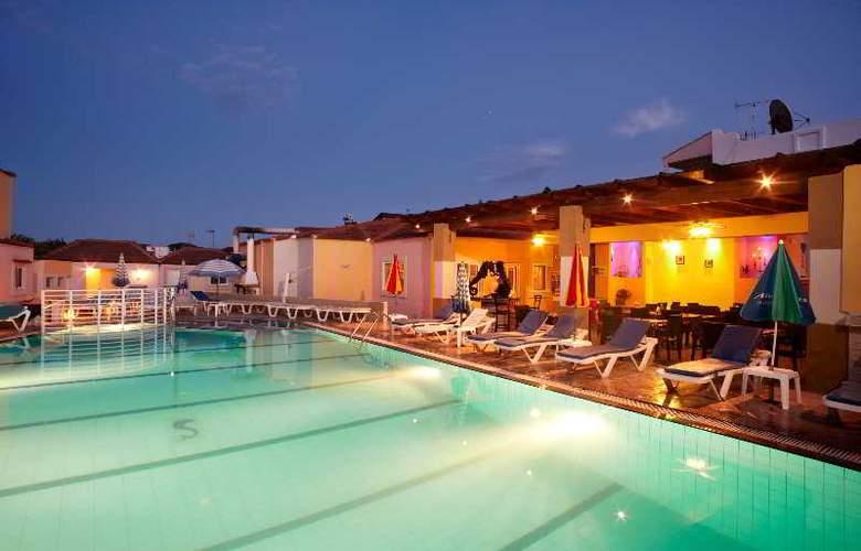 Marietta Hotel Apartments - Pool - 26