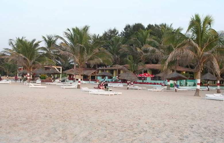 Palm Beach Hotel - Beach - 13