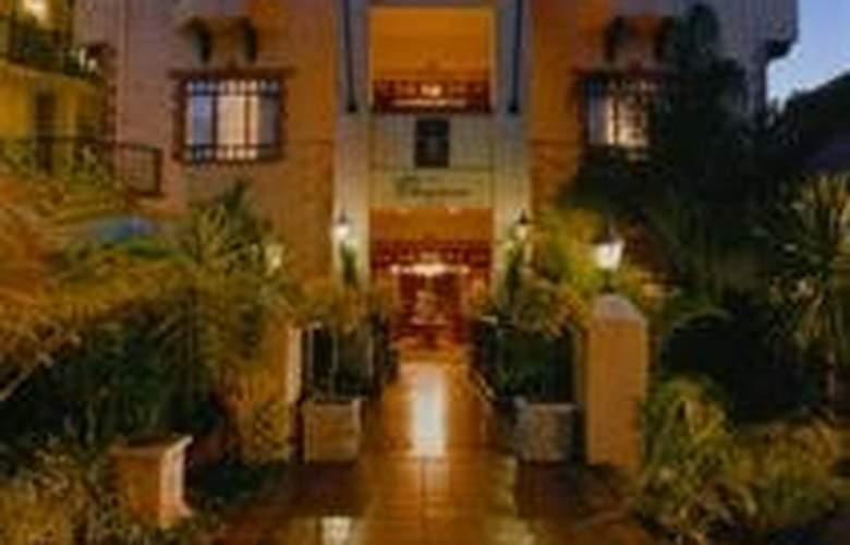 Court Classique Suite Hotel - Hotel - 0