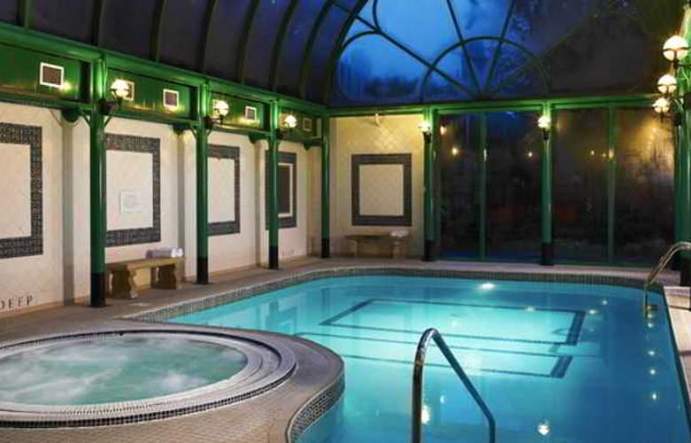 Norfolk Royale Hotel & Leisure Centre - Pool - 14