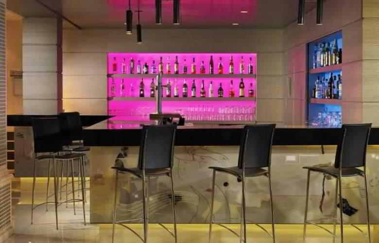 H10 Andalucia Plaza  - Bar - 14