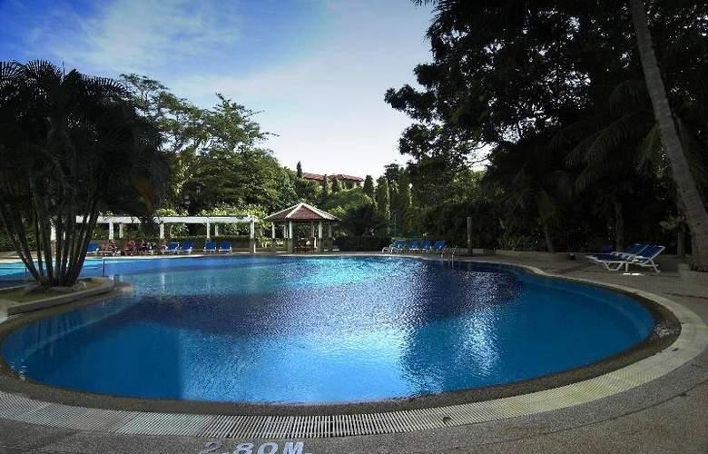 Waterfront Suites Phuket by Centara - Pool - 13
