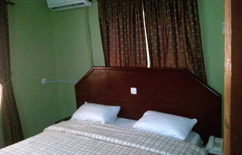 Oragon Hotel and Suites - Room - 1