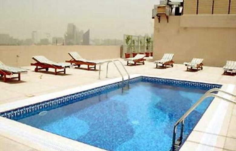 Ramee Royal Hotel Dubai - Pool - 8