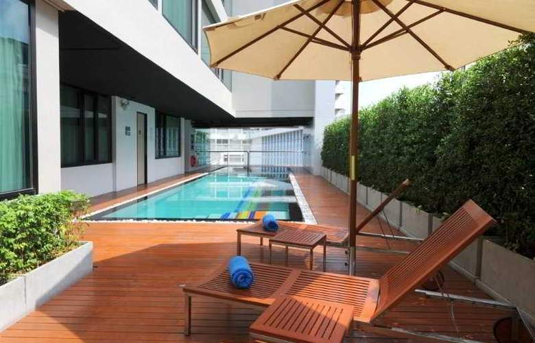 Vic3 Bangkok - Pool - 4