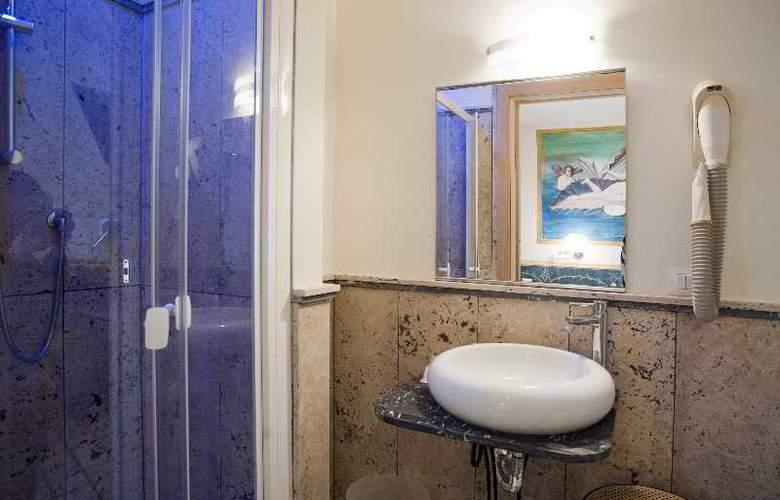 Europeo & Flowers - Sea Hotels - Room - 13