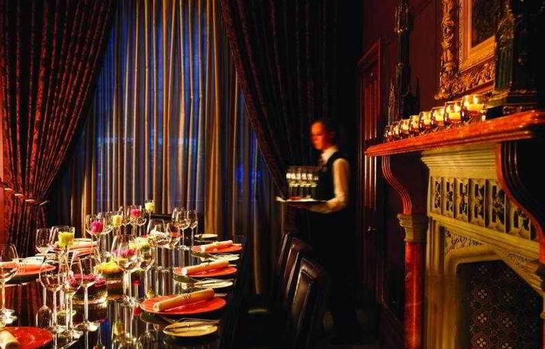 Nutfield Priory Hotel & Spa - Restaurant - 10