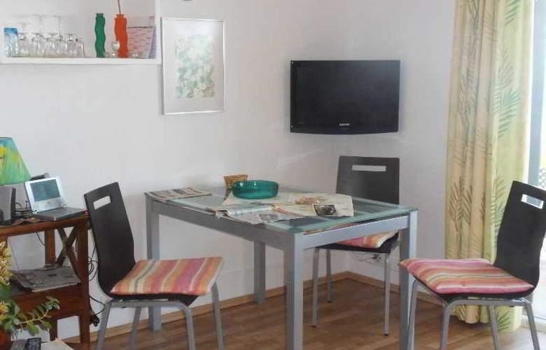 Apartamentos Miranda - Room - 1
