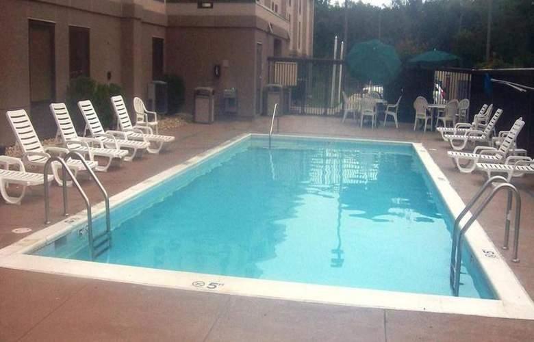 Hampton Inn Waldorf - Pool - 11