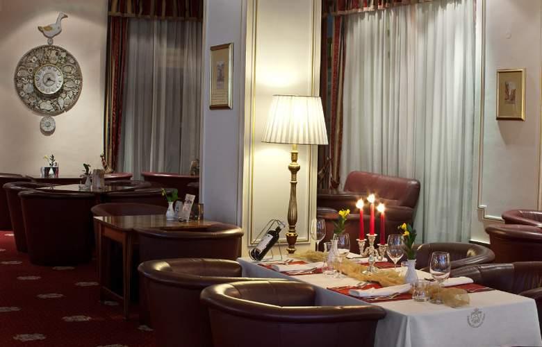 Ambassador-Zlatá Husa - Restaurant - 6