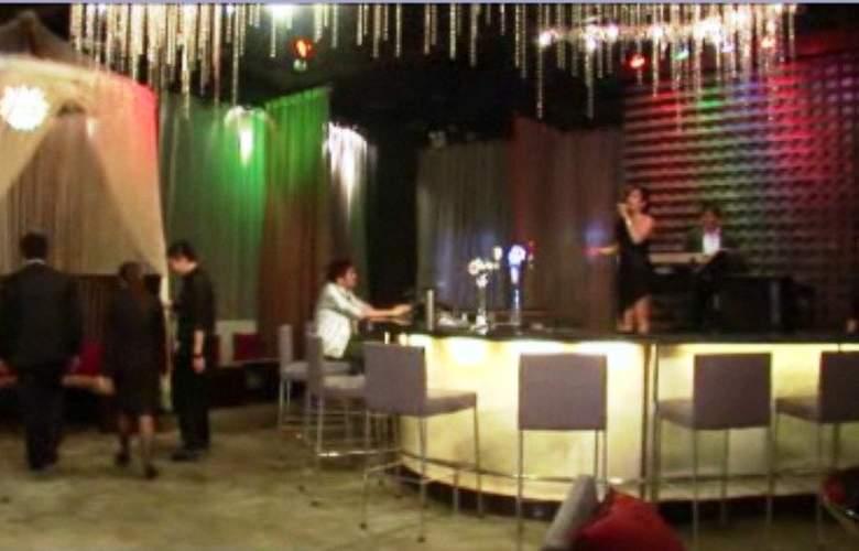 Cosmo Hotel - Bar - 10