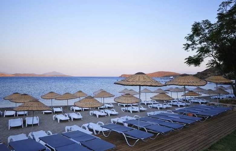 Javelin Beach Club & Spa - Beach - 7