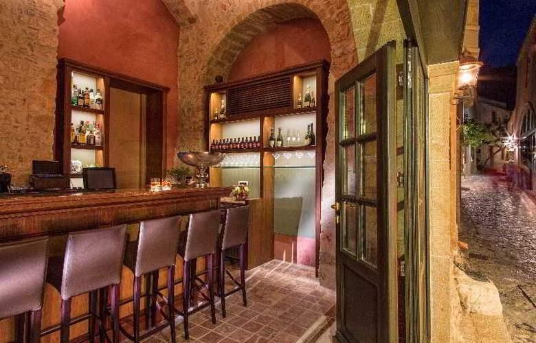 Moni Emvasis Luxury Suites - Bar - 0