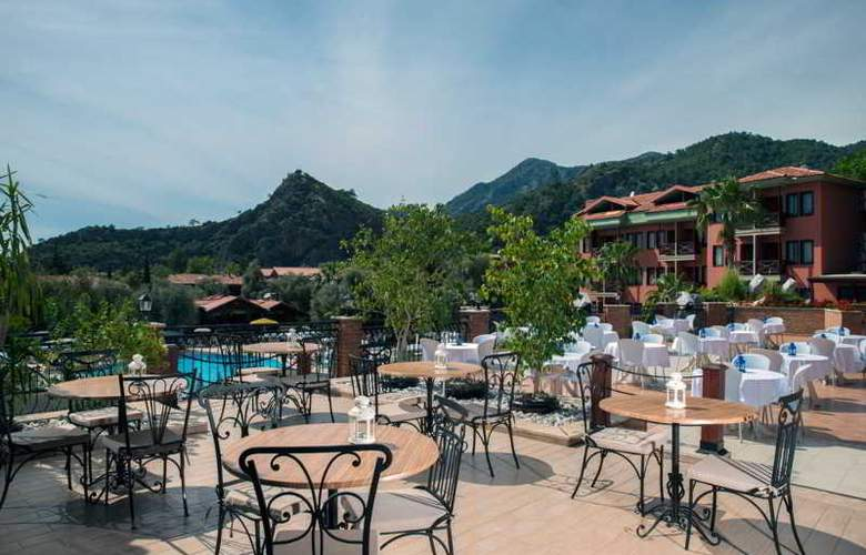 Suncity Hotel & Beach Club - Terrace - 9