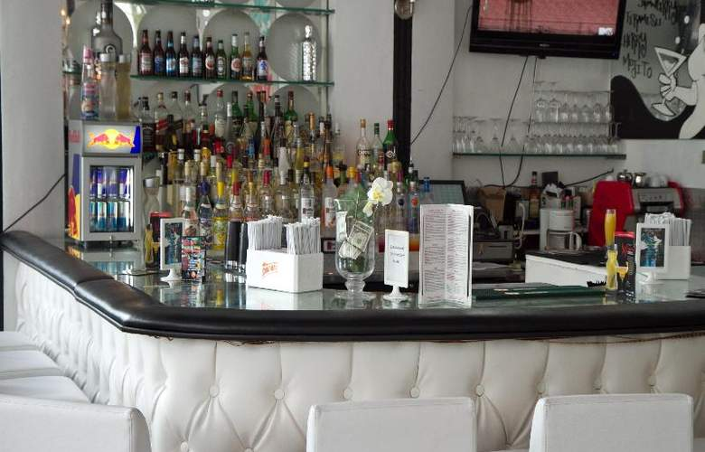 Whitelaw Hotel - Bar - 11
