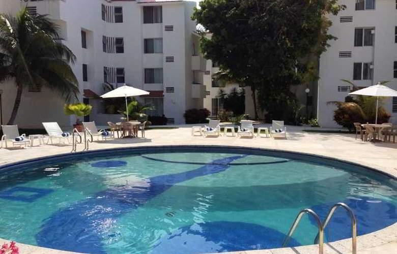 Las Gaviotas Hotel and Suites - Pool - 1