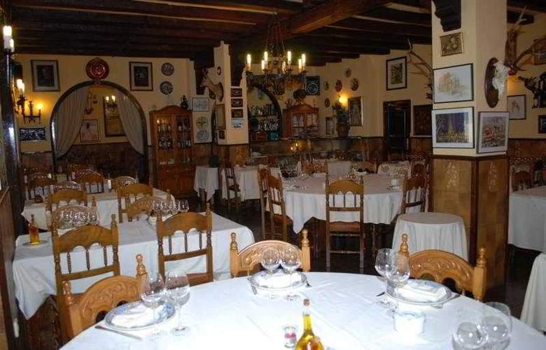 El Moli Hotel Rural - Restaurant - 11