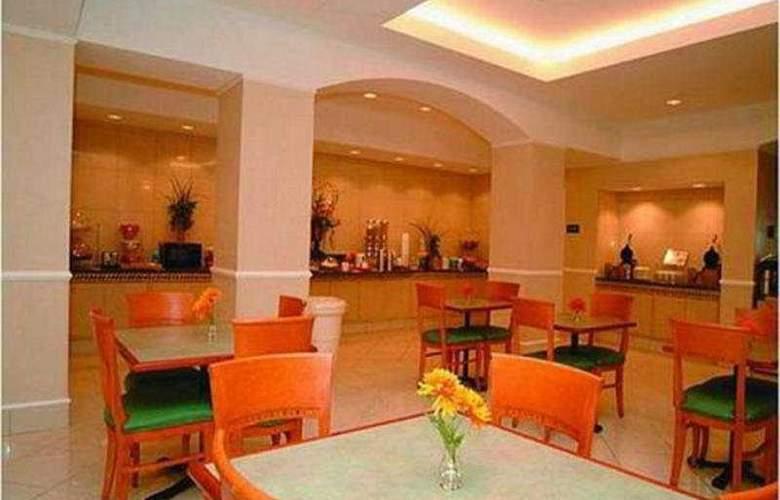 La Quinta Inn & Suites Arlington North 6 Flags Dr - Restaurant - 8