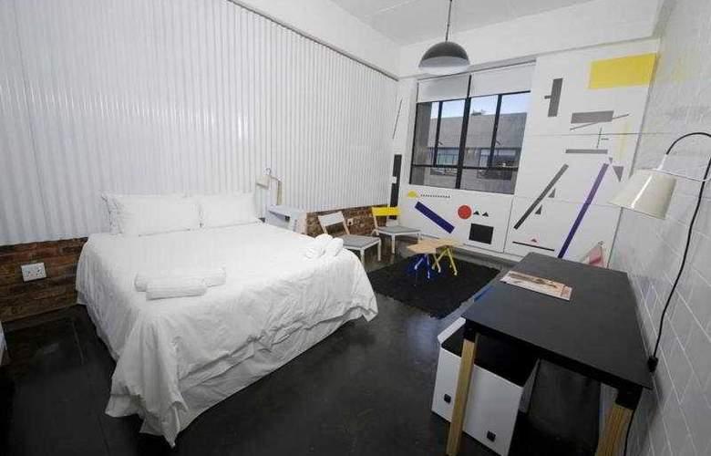 12 Decades - Room - 1