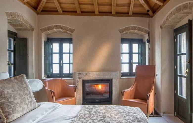 Moni Emvasis Luxury Suites - Room - 9