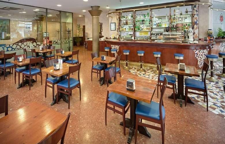 Gaudi - Restaurant - 11