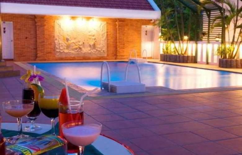 C H Hotel Chiang Mai - Pool - 14