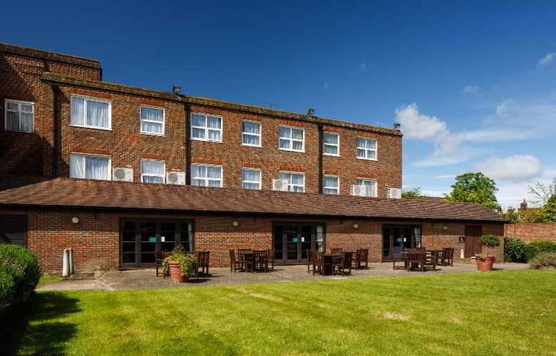 Cromwell Stevenage - Terrace - 7