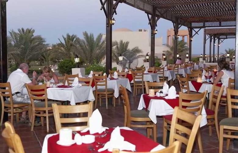 Three Corners Sea Beach Resort - Restaurant - 45