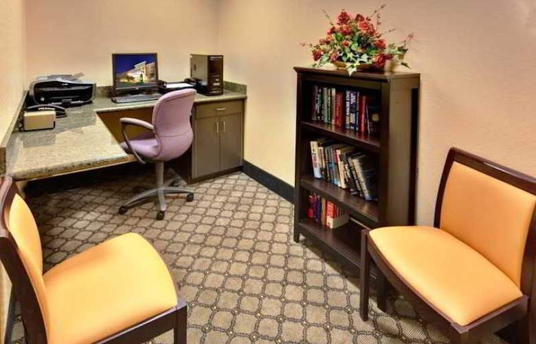 Holiday Inn & Suites Bakersfield - Hotel - 0