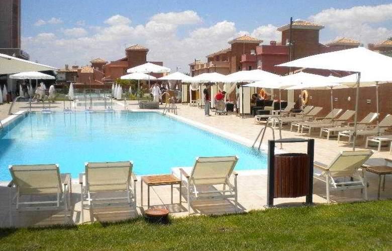 Granada Palace - Pool - 8