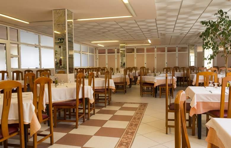 Alone - Restaurant - 5