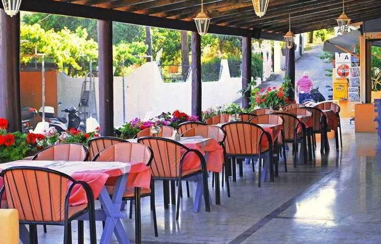 Dominoes - Restaurant - 19